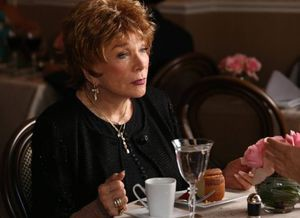 Shirley MacLaine em Glee: trailer e fotos do episódio 5x18