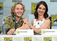 Reign na Comic-Con: peste negra, bebês, Bash na friendzone e mais do 2º ano