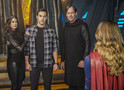 Supergirl: fotos do episódio 2x16 revelam papéis de Teri Hatcher e Kevin Sorbo