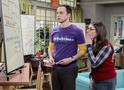 The Big Bang Theory: Sheldon se intromete no trabalho de Amy nas fotos do episódio 10x19