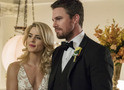Arrow: festa e traição no trailer e fotos do episódio 6x09, o último do ano