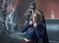 Supergirl e Reign se enfrentam em batalha final nas fotos do final da 3ª temporada