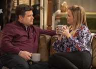 No Good Nick: fotos e data de estreia da série Netflix com Melissa Joan Hart e Sean Astin